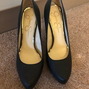 Jessica Simpson black pump